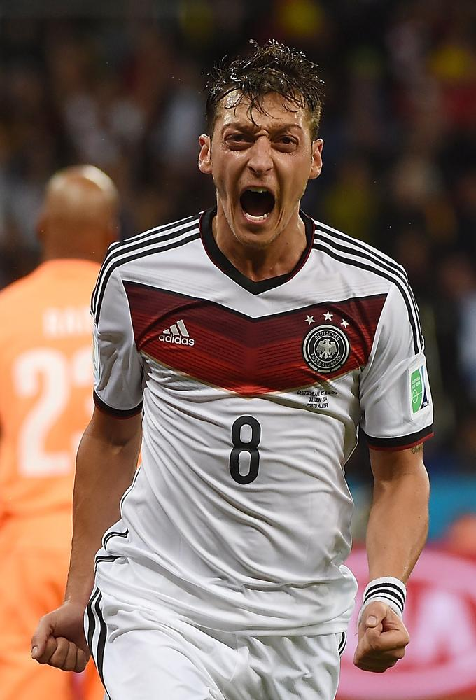 Two goals in two minutes ensure thrilling end to Germany v Algeria
