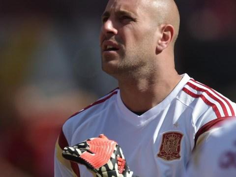 Pepe Reina unlikely to dislodge Simon Mignolet at Liverpool despite Napoli move falling through