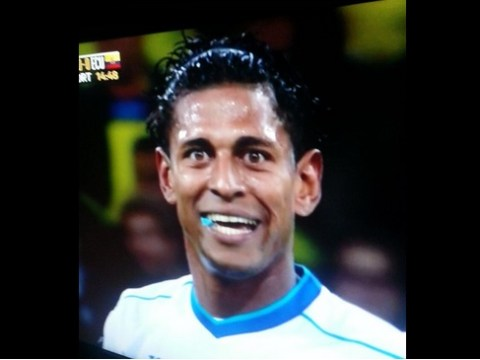 Carlos Costly chews on mysterious blue object during Honduras v Ecuador, Twitter is baffled