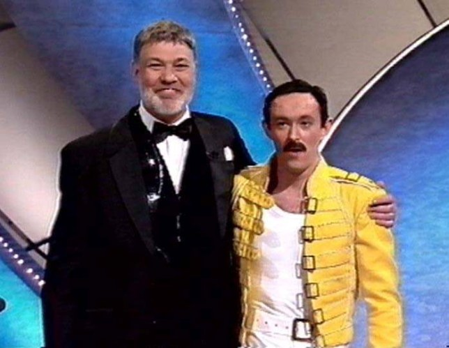 SHOWBIZ Stars/Winner vg 2...Gary Mullen as Queen lead singer Freddie Mercury with the shows host Matthew Kelly after he won tonight's Saturday May 20 2000, Stars In Your Eyes Grand Final at the Granda Studios in Manchester with a votes totalling of 864, 838 from the general public. PA Photos **We are advised that video-grabs should not be used by daily papers later than 48 hours after the broadcast of the programme, without consent of the copyright holder. *GRANADA*...A