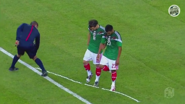 Referee accidentally graffitis boots of Mexico defenders with 'vanishing spray'