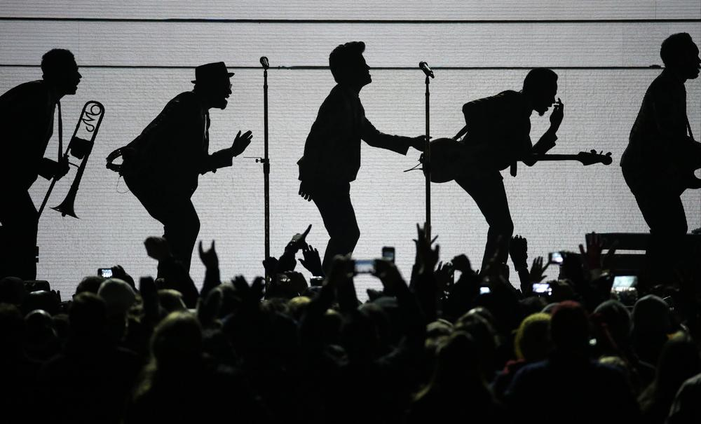 Bruno Mars at Wireless 2014: His 6 cheesiest moments
