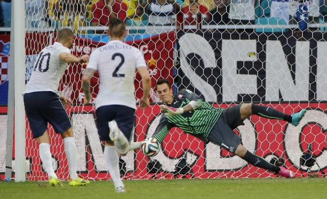 Switzerland's goalkeeper Diego Benaglio saves a penalty from France's Karim Benzema during the group E World Cup soccer match between Switzerland and France at the Arena Fonte Nova in Salvador, Brazil, Friday, June 20, 2014. (AP Photo/David Vincent) AP Photo/David Vincent
