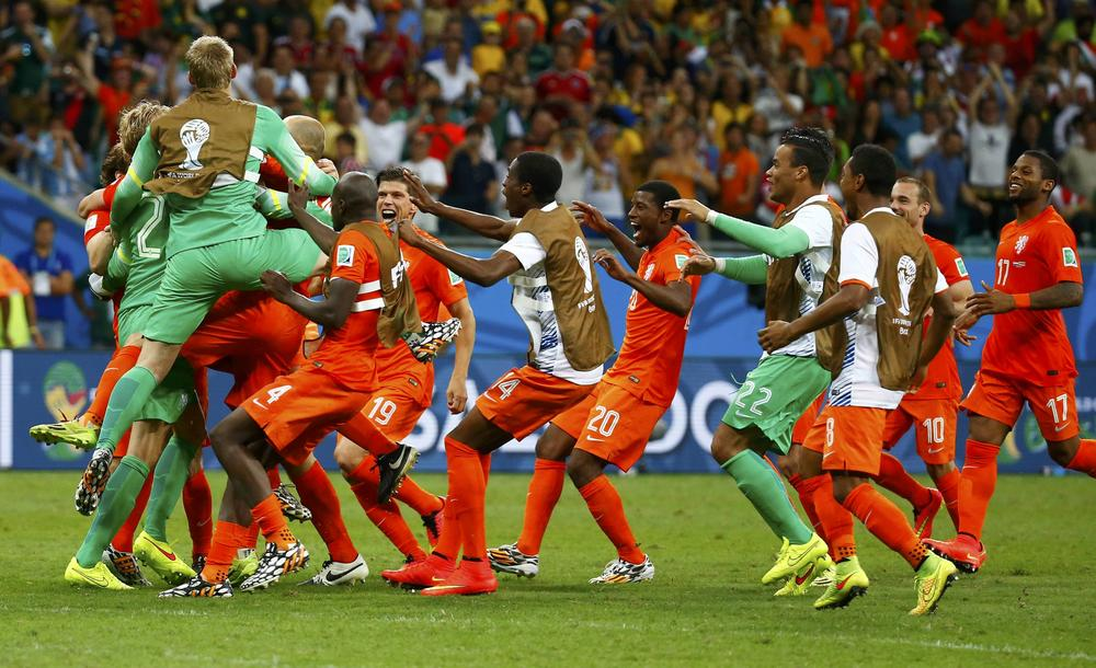 Goalkeeper Tim Krul of the Netherlands celebrates with teammates after the penalty shootout in the 2014 World Cup quarter-finals between Costa Rica and the Netherlands at the Fonte Nova arena in Salvador July 5, 2014. REUTERS/Paul Hanna (BRAZIL - Tags: TPX IMAGES OF THE DAY SOCCER SPORT WORLD CUP) Paul Hanna/Reuters