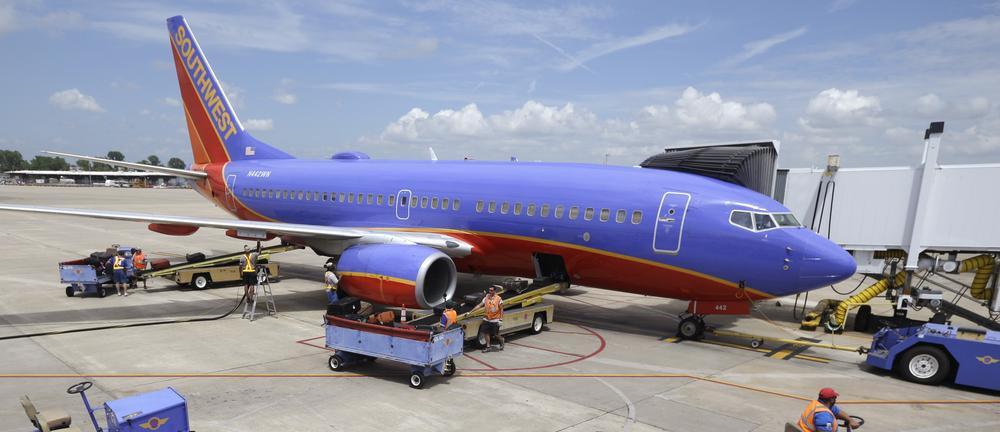 #GetOffThePlane: Man kicked off plane for tweeting about poor service