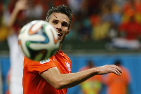 Robin van Persie of the Netherlands prepares to take a shot at goal during the 2014 World Cup quarter-finals between Costa Rica and the Netherlands at the Fonte Nova arena in Salvador July 5, 2014. He missed. REUTERS/Sergio Moraes (BRAZIL - Tags: TPX IMAGES OF THE DAY SOCCER SPORT WORLD CUP) Sergio Moraes/Reuters