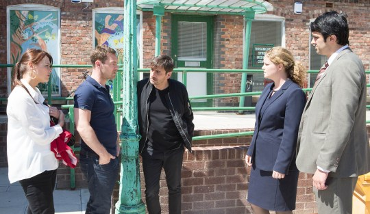 Coronation Street - Ep 8425  Monday 14 July 2014 - 1st Ep  When Rob Donovan [MARC BAYLIS] snaps at Tracy Barlow [KATE FORD] for moaning that Tina's still  a pain in the neck even though she's dead Tracy's taken aback. Has he given the game away? Desperate  to point the finger at Peter Barlow [CHRIS GASCOYNE], Rob starts arguing with him in the street but when the police arrive having found the missing charm from the bracelet outside no.1 is the net closing in?