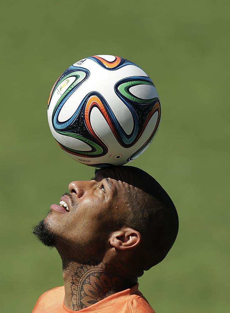 Who will replace Nigel de Jong in Netherlands' midfield?