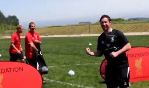 Robbie Fowler nails crossbar challenge in one on Liverpool's America tour