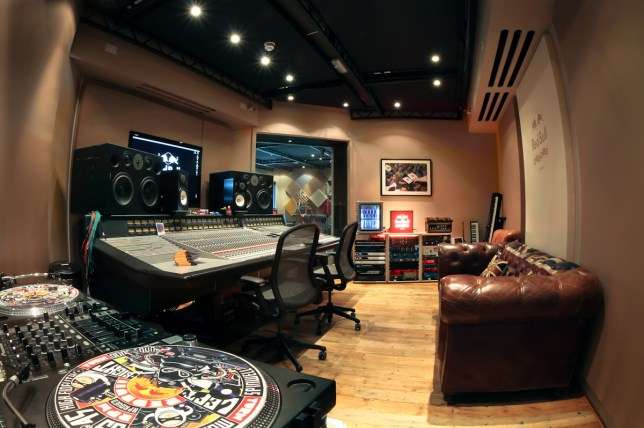 Red Bull Studio, Red Bull and Metro competition, Win free studio time