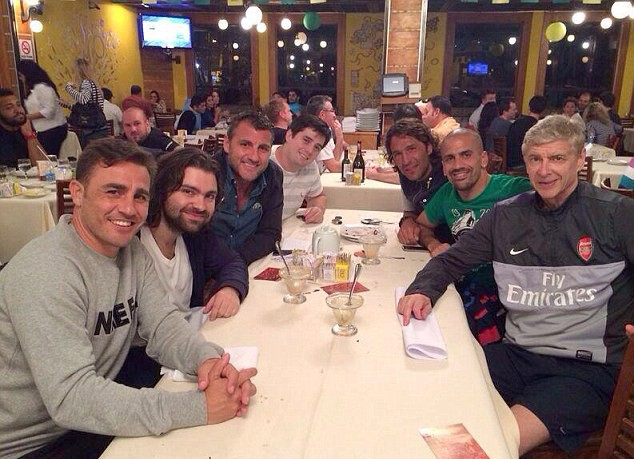 Arsene Wenger repping Arsenal in Brazil with club gear at dinner with Cannavaro, Vieri and Veron