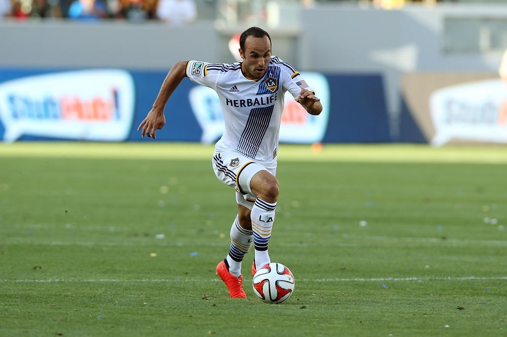 Landon Donovan puts on sweet puppet show at children's hospital in Los Angeles