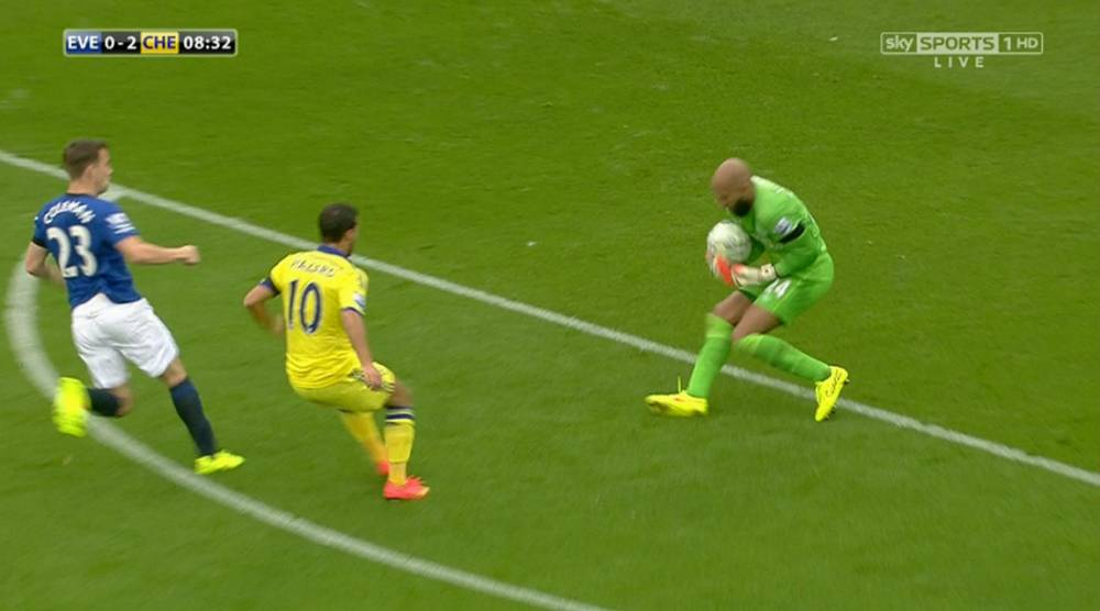 Everton's Tim Howard lucky to escape punishment against Chelsea after blatant handball outside his box