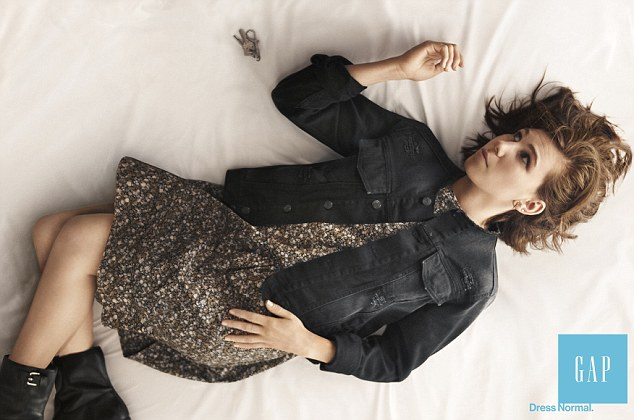 Elisabeth Moss and Zosia Mamet go normcore for Gap's autumn/winter 2014 ad campaign