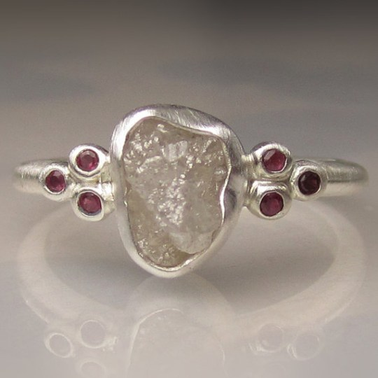 ef897c8efc4914 19 really ugly engagement rings for wedding proposals | Metro News