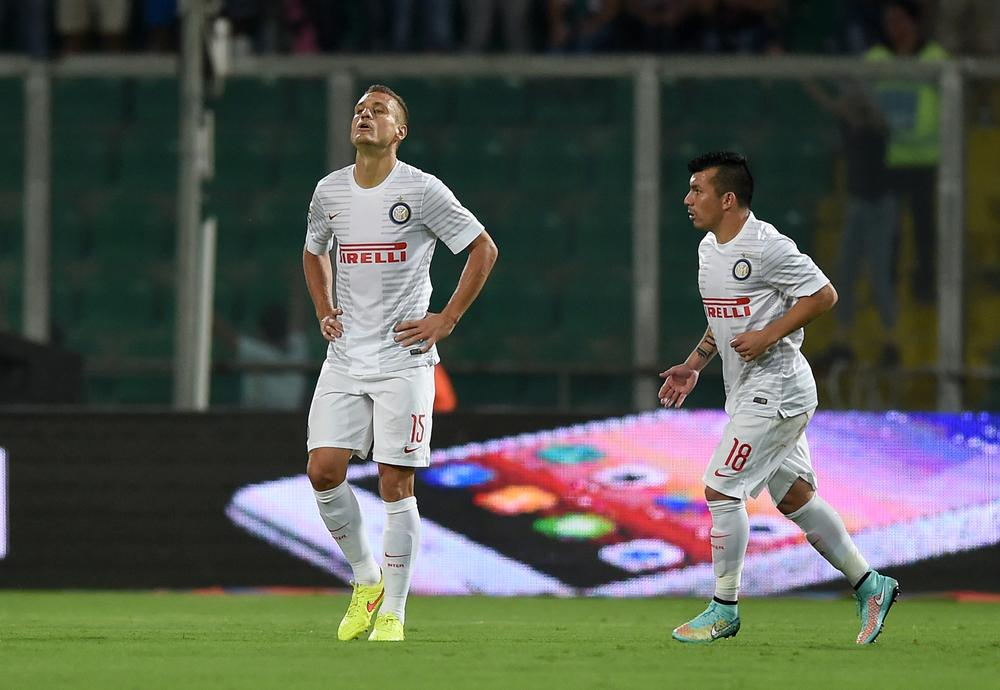 Nemanja Vidic proves that even United's old defenders are useless with howler for Inter Milan against Palermo