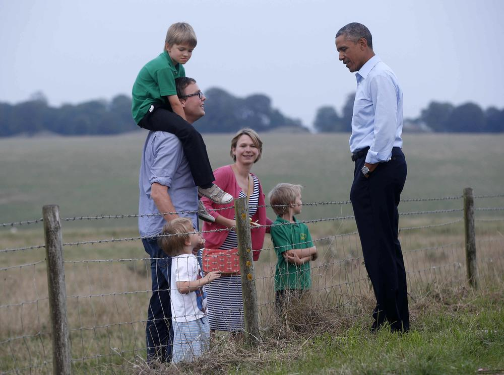 Barack Obama enjoys 'tête-à-tête across the barbed wire' with family during Stonehenge visit