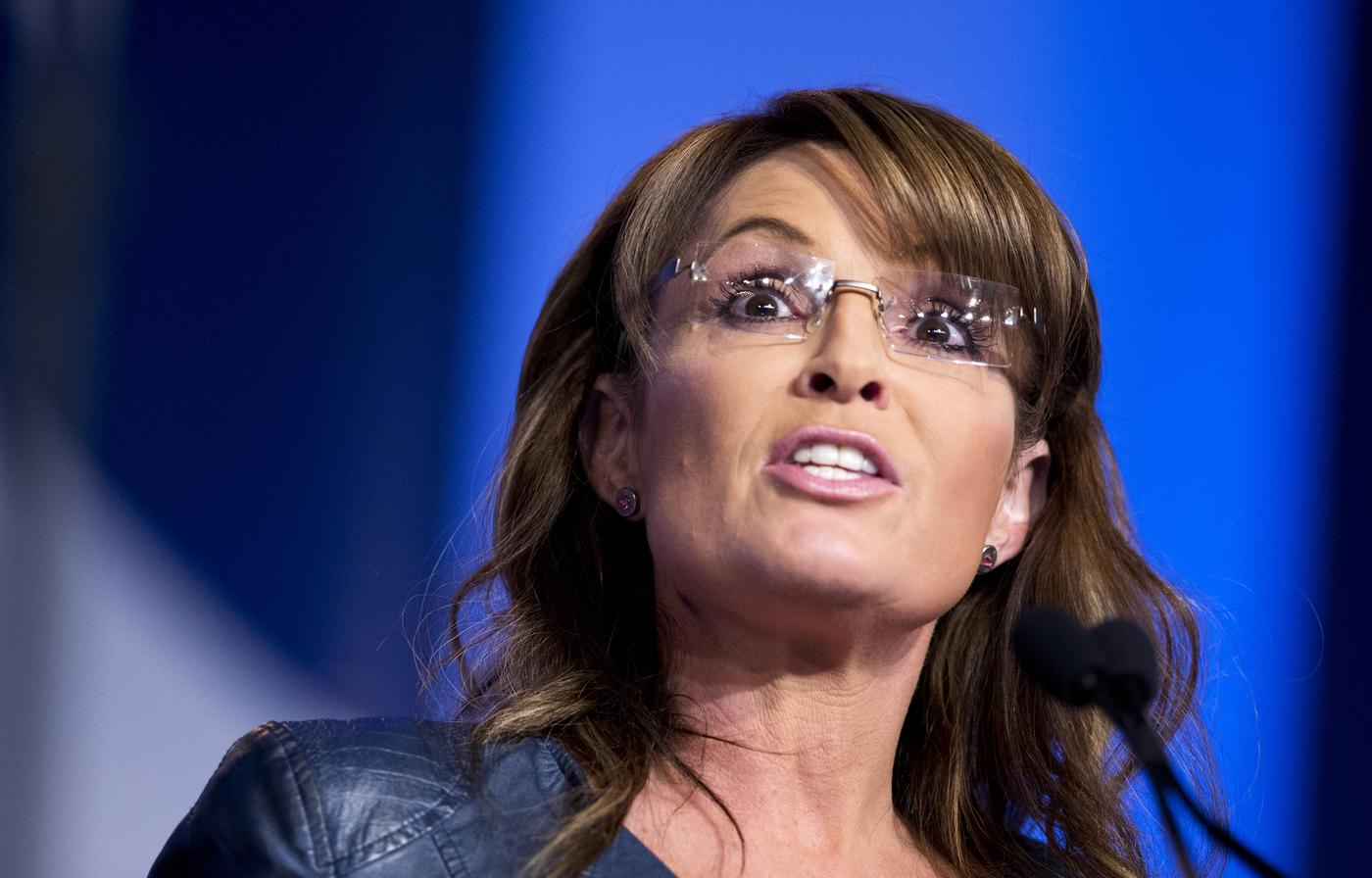 Sarah Palin forced to ad-lib speech after teleprompter breaks