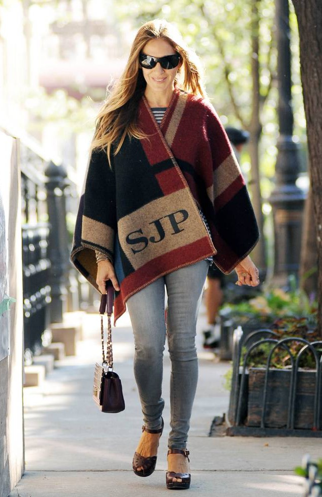 Look at Sarah Jessica Parker looking all smug and cosy in her Burberry blanket poncho