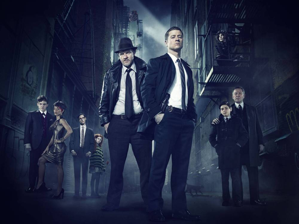 GOTHAM: (L-R) Robin Lord Taylor, Jada Pinkett Smith, guest star Cory Michael Smith, guest star Clare Foley, Donal Logue, Ben McKenzie, Camren Bicondova, David Mazouz and Sean Pertwee. ©2014 Fox Broadcasting Co. Cr: FOX
