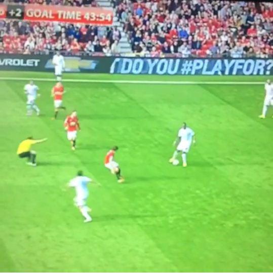 Phil Dowd does his best  'Steven Gerrard slip' impression during Manchester United vs QPR