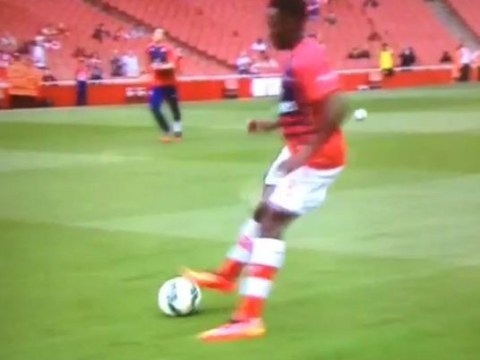 Danny Welbeck looks more Yaya Sanogo than Thierry Henry in Arsenal warm up