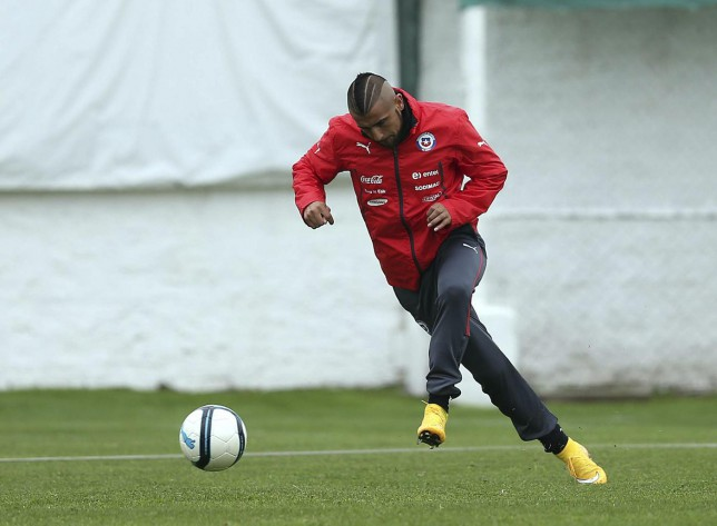Chile's Arturo Vidal kicks a ball during a training session in Santiago, in this October 8, 2014 handout courtesy of the National Football Association (ANFP) . Chile will play Peru in a friendly soccer match on Friday in Valparaiso city. REUTERS/Carlos Parra/National Football Association/Handout (CHILE - Tags: SPORT SOCCER) ATTENTION EDITORS - NO SALES. NO ARCHIVES. FOR EDITORIAL USE ONLY. NOT FOR SALE FOR MARKETING OR ADVERTISING CAMPAIGNS. THIS IMAGE HAS BEEN SUPPLIED BY A THIRD PARTY. IT IS DISTRIBUTED, EXACTLY AS RECEIVED BY REUTERS, AS A SERVICE TO CLIENTS Handout/Reuters