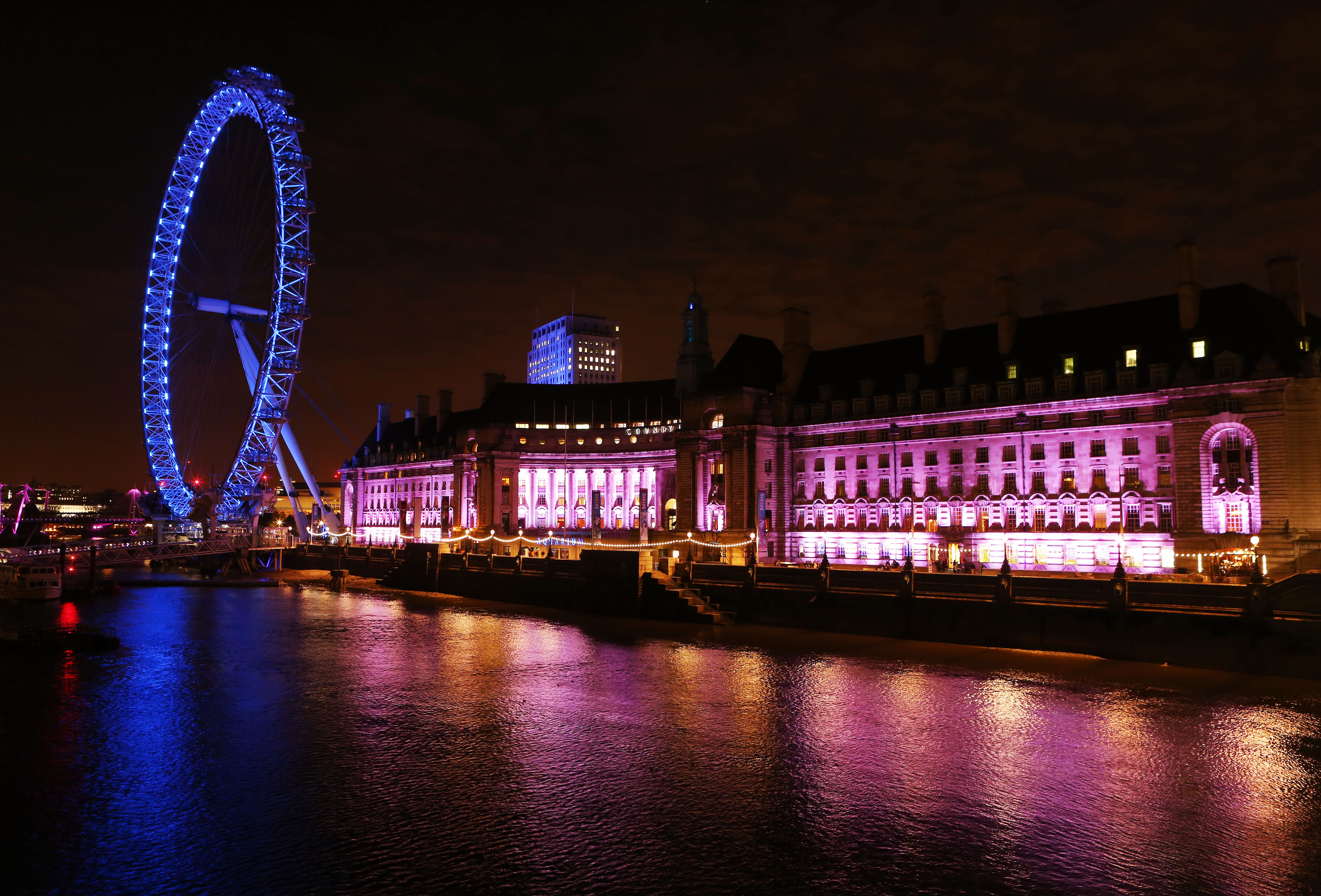 Iconic landmarks along the River Thames turned pink last night for Breast Cancer Campaign's vital research, in the lead up to wear it pink day (Friday 24th October) - London Marriott Hotel County Hall
