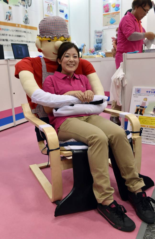 Tranquility chair, anti-loneliness chair, Japanese inventions, Old people's homes, Care homes, Unicare