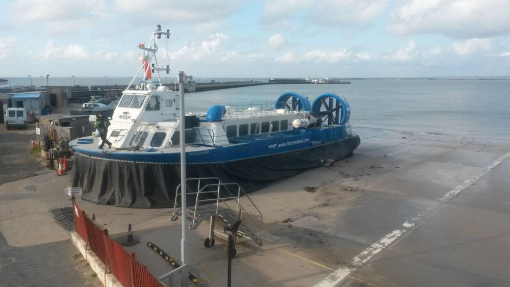 Watch drunk hovercraft pilot trying to land with vessel full of passengers