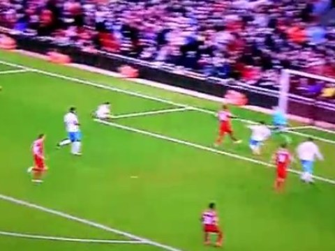 Mario Balotelli missed a seriously easy chance to win Liverpool the match against Hull City
