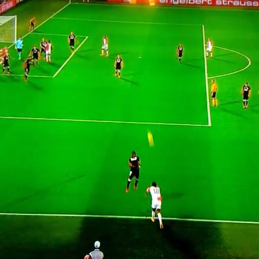 Feyenoord throw the ball into the net against Standard Liege, goal gets given anyway