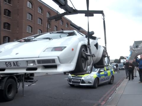 £250K Lamborghini abandoned on Tower Bridge is finally removed