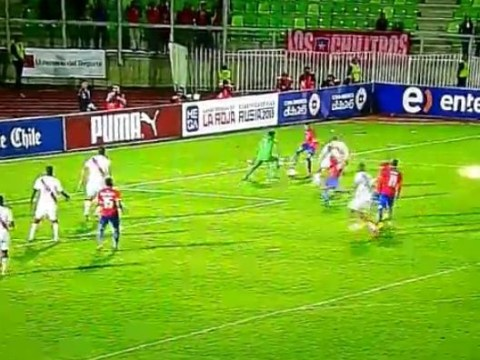 Arsenal's Alexis Sanchez makes fools out of two Peruvian defenders with incredible footwork