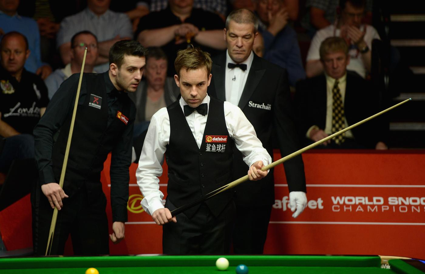 Mark Selby says fellow snooker star Ali Carter has shown great character