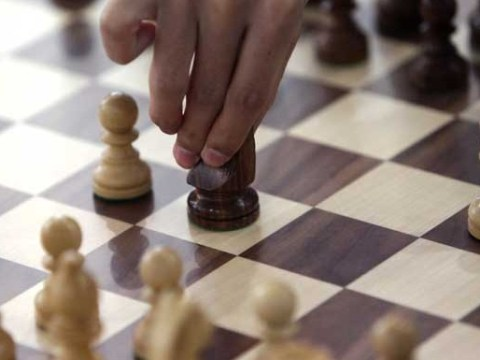 Police raids man's flat after hearing screams. He was just doing badly at online chess