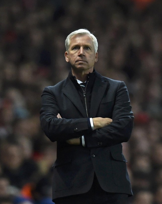 Newcastle United manager Alan Pardew watches during their English Premier League soccer match against Arsenal at the Emirates Stadium in London December 13, 2014. REUTERS/Dylan Martinez (BRITAIN - Tags: SOCCER SPORT) EDITORIAL USE ONLY. NO USE WITH UNAUTHORIZED AUDIO, VIDEO, DATA, FIXTURE LISTS, CLUB/LEAGUE LOGOS OR 'LIVE' SERVICES. ONLINE IN-MATCH USE LIMITED TO 45 IMAGES, NO VIDEO EMULATION. NO USE IN BETTING, GAMES OR SINGLE CLUB/LEAGUE/PLAYER PUBLICATIONS.FOR EDITORIAL USE ONLY. NOT FOR SALE FOR MARKETING OR ADVERTISING CAMPAIGNS. Dylan Martinez/Reuters