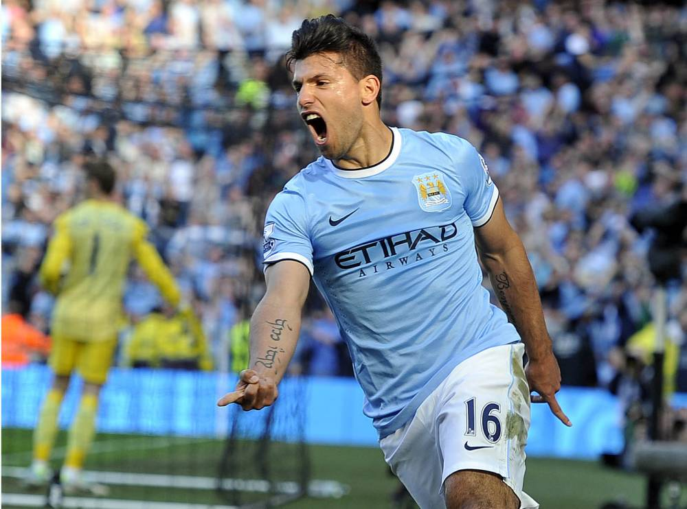 Sep 22th 2013 - Manchester, UK: MANCHESTER CITY  4 V MANCHESTER UNITED 1    Sergio Aguero scores their opening goal. PIcture by Ian Hodgson/Daily Mail . REXMAILPIX.