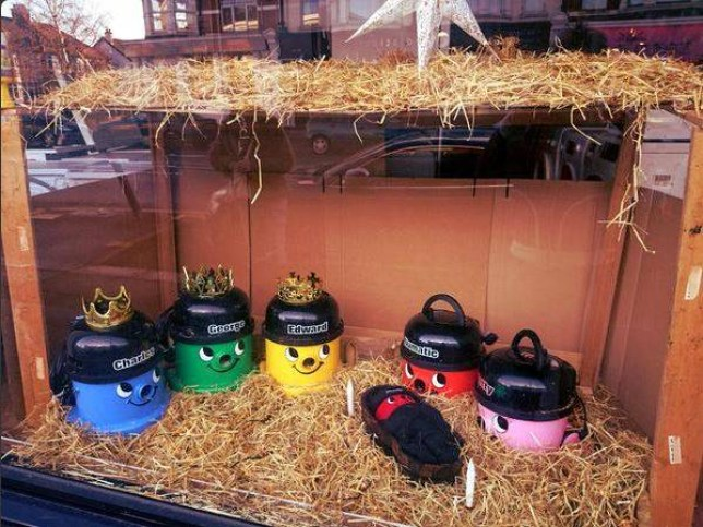 henry nativity display. mr_mondo/ twitter