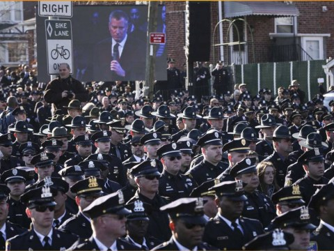 NYPD cops turn their back on mayor at funeral of murdered officer