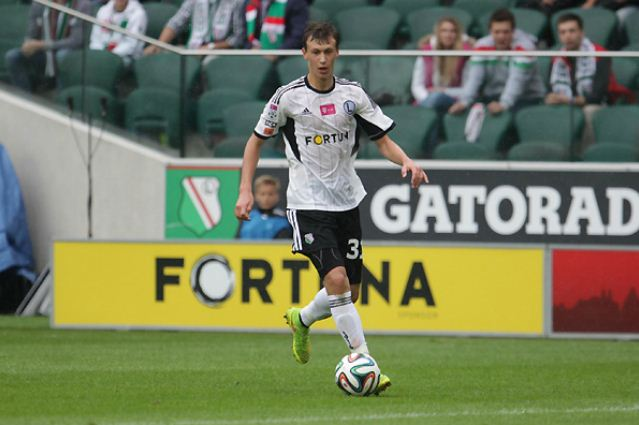 Arsenal braced for Roma to hijack deal for 16-year-old Legia Warsaw midfielder Krystian Bielik