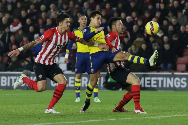 Arsenalís Alexis Sanchez, centre,  vies for the ball with Southamptonís Jose Fonte, left, and Southamptonís Maya Yoshida during the English Premier League soccer match between Southampton and Arsenal at St Mary's Stadium, Southampton, England, Thursday, Jan. 1, 2015. (AP Photo/Tim Ireland)