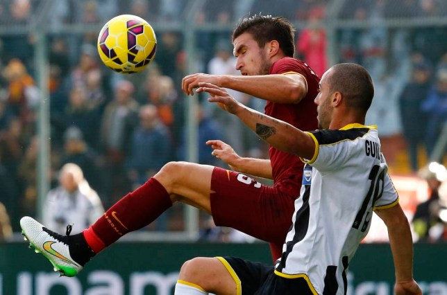 AS Roma's Kevin Strootman (L) challenges Udinese's Guilherme during their Italian Serie A soccer match at the Friuli stadium in Udine, January 6, 2015. REUTERS/Stefano Rellandini (ITALY - Tags: SPORT SOCCER)