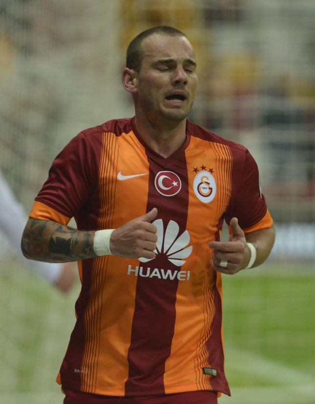 Manchester United 'set to sign Wesley Sneijder' from Galatasaray