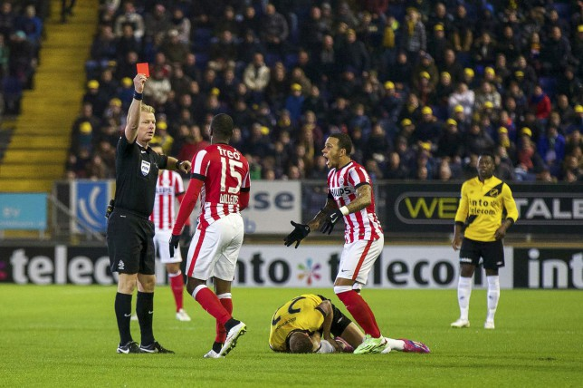 Watch: Jetro Willems picks up red card just 29 seconds into PSV game