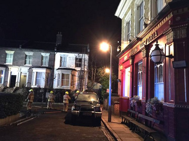 john o reilly- southbedsnews agency- luton.. (fairlys) 07850 840246..pic.Hertfordshire fire crews tackle fire on Eastenders set