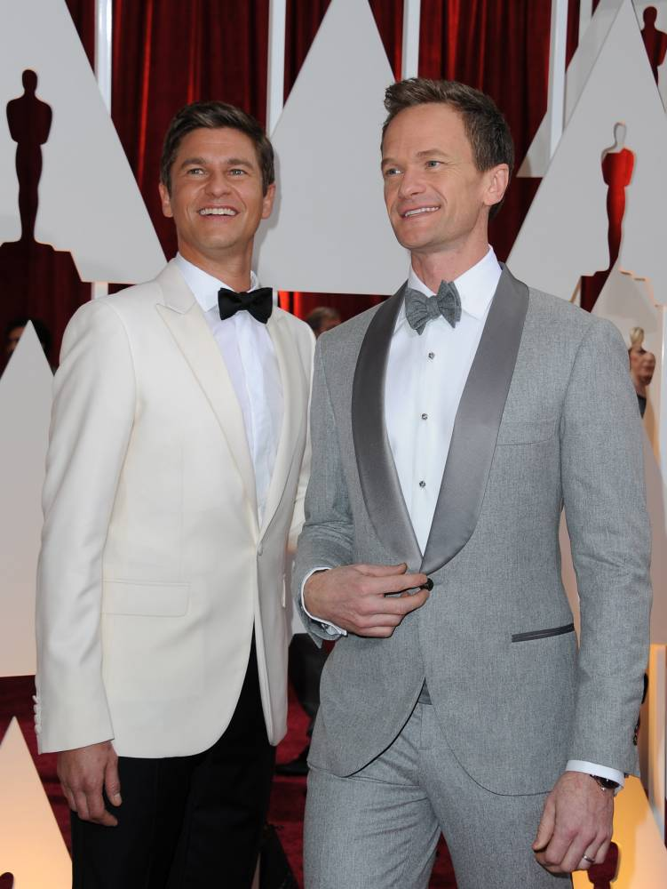 Neil Patrick Harris(R) and David Burtka arrive on the red carpet for the 87th Oscars on February 22, 2015 in Hollywood, California. AFP PHOTO / VALERIE MACONVALERIE MACON/AFP/Getty Images