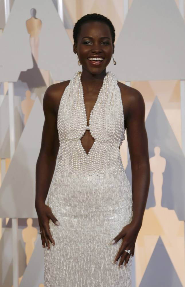 Actress Lupita Nyong'o wears a Calvin Klein gown and Chopard diamonds as she arrives at the 87th Academy Awards in Hollywood, California February 22, 2015.    REUTERS/Mario Anzuoni (UNITED STATES  - Tags: ENTERTAINMENT)  (OSCARS-ARRIVALS)