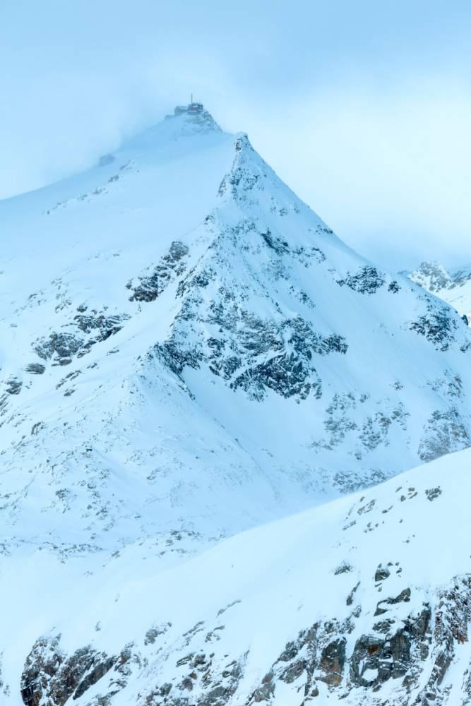 DE35BA Morning winter windy mountain landscape. Molltaler Gletscher, Carinthia, Austria.