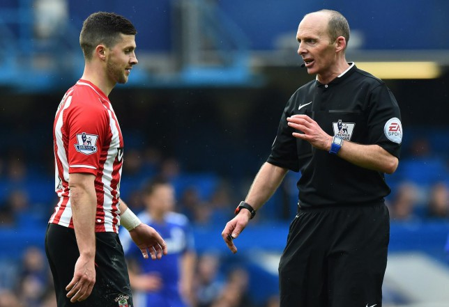 Mike Dean 'bottled' big moment that would have sunk Chelsea against Southampton